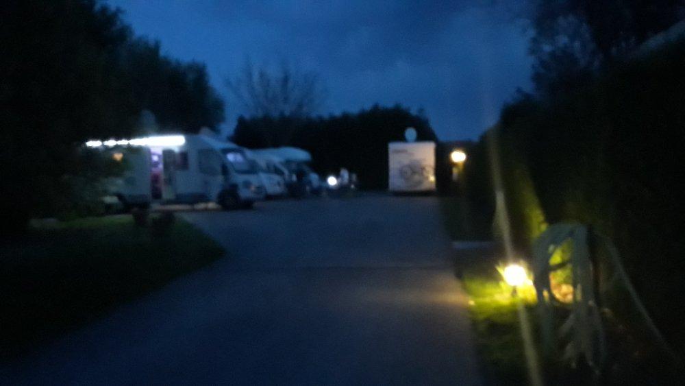 Aire camping-car à Villeneuve-Renneville-Chevigny (51130) - Photo 3